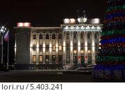 Купить «Здание Законодательного собрания с фрагментом новогодней елки, город Краснодар вечером», фото № 5403241, снято 19 декабря 2013 г. (c) Юлия Ухина / Фотобанк Лори