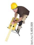 Купить «плотник работает рубанком», фото № 5405009, снято 1 марта 2011 г. (c) Phovoir Images / Фотобанк Лори