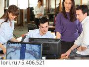 Купить «Рабочая группа в офисе», фото № 5406521, снято 12 февраля 2010 г. (c) Phovoir Images / Фотобанк Лори