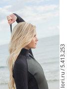 Купить «Side view of a blond in wet suit standing at beach», фото № 5413253, снято 5 сентября 2013 г. (c) Wavebreak Media / Фотобанк Лори