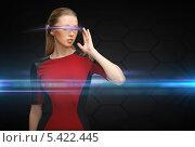 девушка в футуристических очках. Стоковое фото, фотограф Syda Productions / Фотобанк Лори