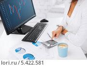 Купить «женские руки рядом с калькулятором, компьютером и чашкой кофе», фото № 5422581, снято 18 июля 2013 г. (c) Syda Productions / Фотобанк Лори