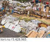 Купить «Баррикады на улицах Киева, Украина», фото № 5428965, снято 19 декабря 2013 г. (c) Алексей Сергеев / Фотобанк Лори