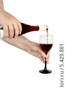Женские руки с бутылкой вина и фужером на белом фоне. Стоковое фото, фотограф Елена Заммоева / Фотобанк Лори