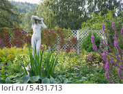 Купить «Античная статуя в парке», фото № 5431713, снято 28 августа 2013 г. (c) Светлана Попова / Фотобанк Лори