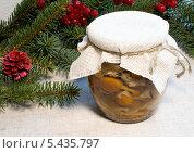 Купить «Консервированные грибы», фото № 5435797, снято 14 декабря 2013 г. (c) Елена Силкова / Фотобанк Лори