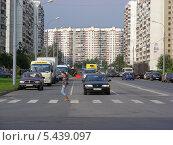 Купить «Новокосинская улица, район Новокосино, Москва», эксклюзивное фото № 5439097, снято 20 сентября 2011 г. (c) lana1501 / Фотобанк Лори