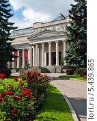 Купить «Государственный музей изобразительных искусств имени А.С.Пушкина», фото № 5439865, снято 19 августа 2012 г. (c) Юрий Губин / Фотобанк Лори