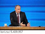 Купить «Владимир Путин на ежегодной пресс-конференции, Москва, Центр международной торговли», фото № 5439957, снято 19 декабря 2013 г. (c) Игорь Долгов / Фотобанк Лори