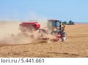 Купить «Посевные работы. Трактор работает в поле.», фото № 5441661, снято 27 августа 2011 г. (c) Икан Леонид / Фотобанк Лори
