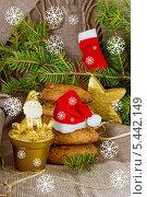 Купить «Новогодняя композиция со снежинками», фото № 5442149, снято 30 декабря 2013 г. (c) Наталья Осипова / Фотобанк Лори