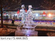 Купить «Выставка ледяных скульптур на Красной площади», эксклюзивное фото № 5444865, снято 14 декабря 2013 г. (c) Алёшина Оксана / Фотобанк Лори
