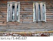 Заколоченные окна старого деревянного дома. Стоковое фото, фотограф Kate Chizhikova / Фотобанк Лори