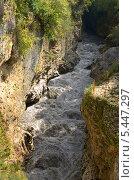 Купить «Река Белая в Хаджохской теснине, Адыгея», фото № 5447297, снято 10 сентября 2013 г. (c) Анна Мартынова / Фотобанк Лори