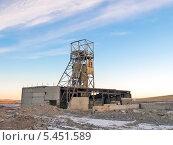 Старая заброшенная шахта, фото № 5451589, снято 28 ноября 2013 г. (c) Геннадий Соловьев / Фотобанк Лори