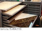 Керамическая плитка на прилавке в магазине, эксклюзивное фото № 5454113, снято 29 декабря 2013 г. (c) Яна Королёва / Фотобанк Лори