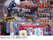 Купить «Сувенирная лавка на Красной площади», фото № 5454321, снято 8 апреля 2012 г. (c) Глазков Владимир / Фотобанк Лори