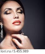 Купить «Портрет женщины с вечерним макияжем», фото № 5455989, снято 29 ноября 2013 г. (c) Типляшина Евгения / Фотобанк Лори