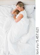 Купить «Sleeping woman lying on her bed», фото № 5457621, снято 28 мая 2013 г. (c) Wavebreak Media / Фотобанк Лори