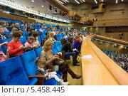 Купить «Зрительный зал Кремлёвского Дворца съездов», фото № 5458445, снято 25 декабря 2013 г. (c) Сергей Лаврентьев / Фотобанк Лори
