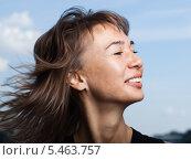 Купить «Портрет улыбающейся девушки», фото № 5463757, снято 1 августа 2009 г. (c) Станислав Фридкин / Фотобанк Лори