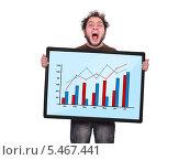 Купить «Кричащий мужчина держит в руках большую таблицу с графиками», фото № 5467441, снято 7 октября 2013 г. (c) Виталий Китайко / Фотобанк Лори