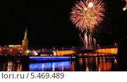 Купить «Новогодний фейерверк на Москворецкой набережной», эксклюзивный видеоролик № 5469489, снято 10 января 2014 г. (c) Алёшина Оксана / Фотобанк Лори