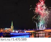 Новогодний салют около Кремля (2014 год). Редакционное фото, фотограф Алёшина Оксана / Фотобанк Лори