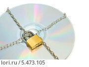 Купить «CD-диск обмотан цепью и закрыт на замок. Концепция защиты информации. На белом фоне», эксклюзивное фото № 5473105, снято 11 января 2014 г. (c) Юрий Морозов / Фотобанк Лори