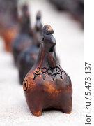 Купить «Свистулька из глины в виде курочки», фото № 5473137, снято 7 июля 2012 г. (c) Михаил Иванов / Фотобанк Лори