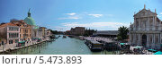 Венеция. Вид на Церковь Сан-Симеон Пикколо и Церковь Скальци с моста Скальци (2013 год). Редакционное фото, фотограф Евгений Кулагин / Фотобанк Лори