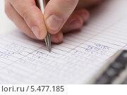 мужчина пишет ручкой в документах, фото № 5477185, снято 14 ноября 2013 г. (c) Syda Productions / Фотобанк Лори