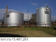 Резервуары вертикальные стальные для хранения нефтепродуктов. Стоковое фото, фотограф Алексей Воронцов / Фотобанк Лори