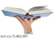 Купить «крупный план руки, держащей раскрытую книгу», фото № 5482981, снято 14 ноября 2013 г. (c) Syda Productions / Фотобанк Лори