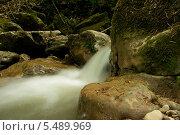 Водопад среди камней. Стоковое фото, фотограф Ольга / Фотобанк Лори