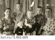Купить «Семейный портрет», эксклюзивное фото № 5492669, снято 6 декабря 2019 г. (c) Михаил Ворожцов / Фотобанк Лори