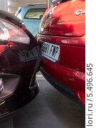 Плотная парковка автомобилей в Европе (2013 год). Редакционное фото, фотограф Евгений Андреев / Фотобанк Лори