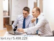 Купить «два бизнесмена обсуждают проект на экране планшетного компьютера», фото № 5498229, снято 9 ноября 2013 г. (c) Syda Productions / Фотобанк Лори