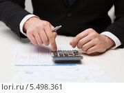Купить «руки бизнесмена с бумагами ручкой и калькулятором», фото № 5498361, снято 14 ноября 2013 г. (c) Syda Productions / Фотобанк Лори