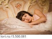 Девушка спит в постели. Стоковое фото, фотограф Дмитрий Черевко / Фотобанк Лори