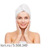 Купить «красивая девушка после душа в полотенце», фото № 5508349, снято 5 декабря 2013 г. (c) Syda Productions / Фотобанк Лори