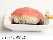 Купить «Суши с тунцом, в соевом соусе. Японская кухня», эксклюзивное фото № 5508621, снято 20 января 2014 г. (c) Яна Королёва / Фотобанк Лори