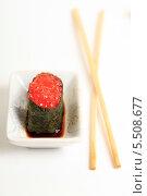 Купить «Суши с икрой лосося и палочки на белом фоне. Японская кухня», эксклюзивное фото № 5508677, снято 20 января 2014 г. (c) Яна Королёва / Фотобанк Лори