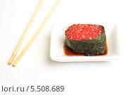 Купить «Суши с икрой лосося, палочки и соевый соус на белом фоне. Японская кухня», эксклюзивное фото № 5508689, снято 20 января 2014 г. (c) Яна Королёва / Фотобанк Лори