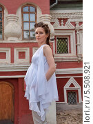 Купить «Девушка в белом. Беременная», фото № 5508921, снято 18 июля 2013 г. (c) Александра Орехова / Фотобанк Лори