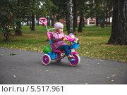 Купить «Девочка катается на трехколесном велосипеде», эксклюзивное фото № 5517961, снято 8 сентября 2013 г. (c) Иван Карпов / Фотобанк Лори