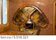 Камин в виде гриба. Дом Бальо. Барселона. Испания (2013 год). Стоковое фото, фотограф Сергей Якуничев / Фотобанк Лори