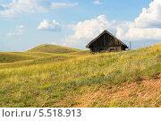 Дом в степи (2013 год). Редакционное фото, фотограф GEO images / Фотобанк Лори