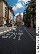 Полоса для движения автобусов, мотоциклов и такси.(Испания, Валенсия) (2013 год). Редакционное фото, фотограф Евгений Андреев / Фотобанк Лори
