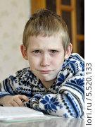 Купить «Плачущий мальчик школьник над учебниками», фото № 5520133, снято 26 января 2014 г. (c) Землянникова Вероника / Фотобанк Лори